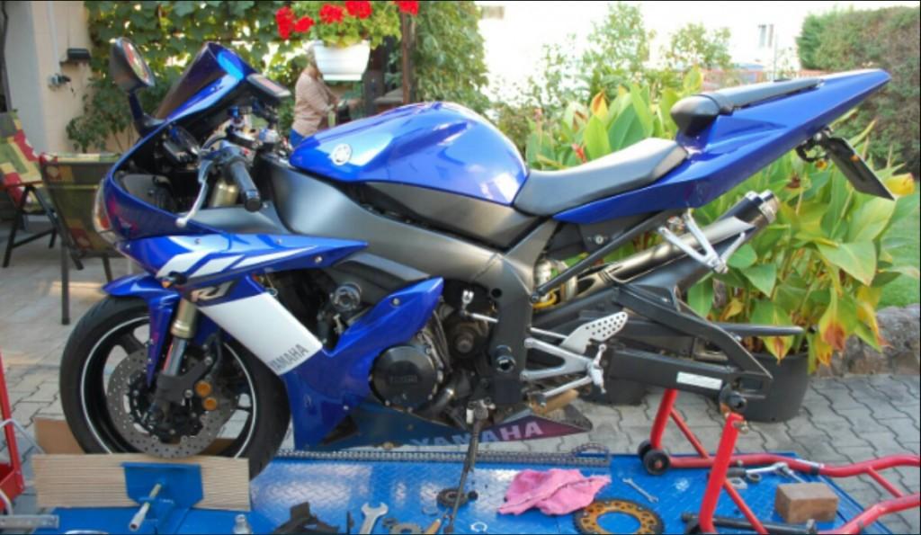 Vertrauensarbeit Motorrad Inspektion und Reparatur