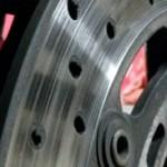 Motorrad Wartung: Bremsscheibenwechsel mit Hindernissen