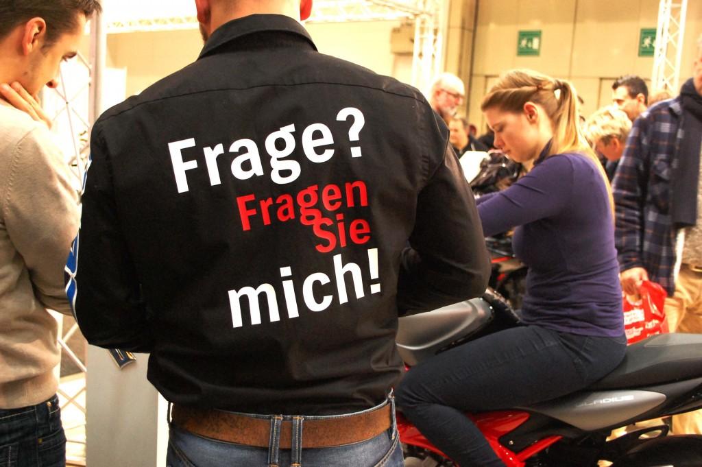 kurvenjäger | motorradfahrer-unterwegs.de - Motorradmessen 2015 - Suzuki Messepersonal