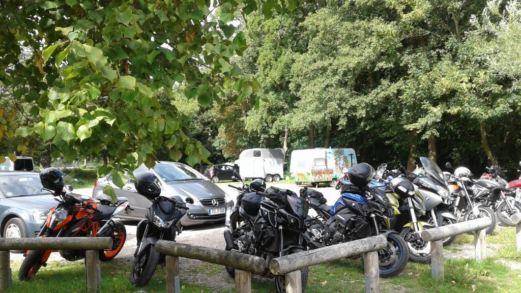 Schnelle, kurvige Motorradtouren durch Norddeutschland mit Mittagessen am Westensee | kurvenjäger - motorradfahrer-unterwegs.de