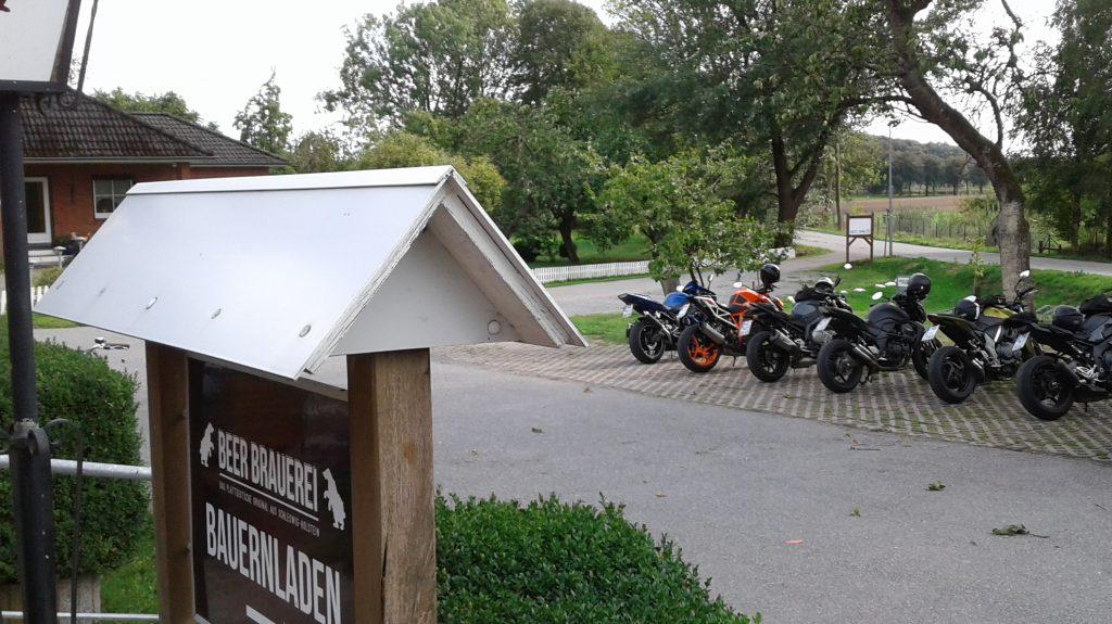 schnelle Motorradtouren durch Norddeutschland mit Kuchen im Landgasthof Kirschenholz | kurvenjäger - motorradfahrer-unterwegs.de