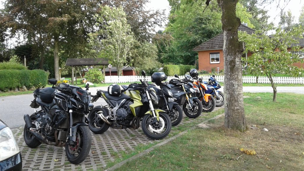 Motorradtouren durch Norddeutschland: Westensee & Kuchen im Landgasthof Kirschenholz
