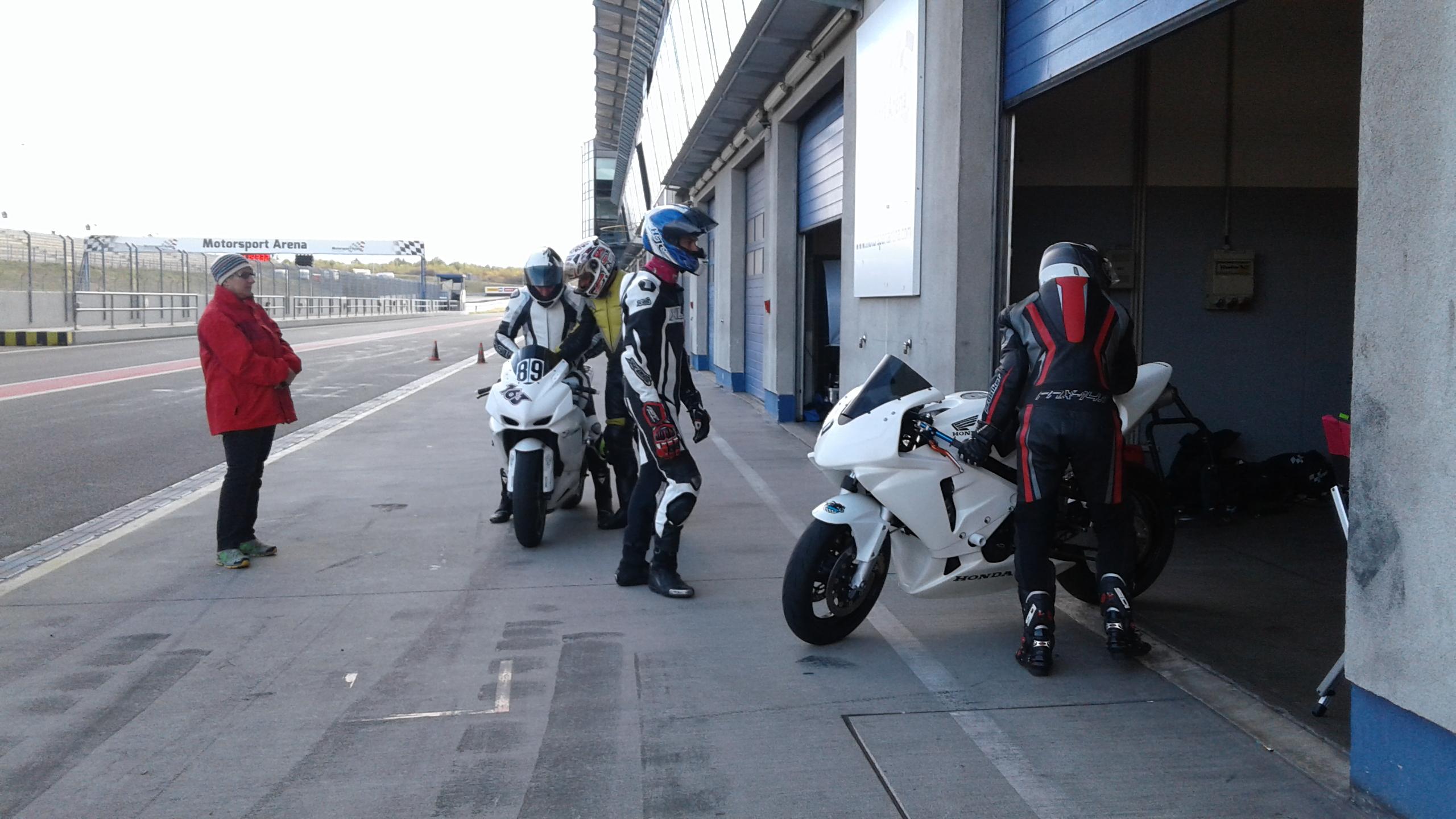 boxengasse-motorsport-arena-oschersleben