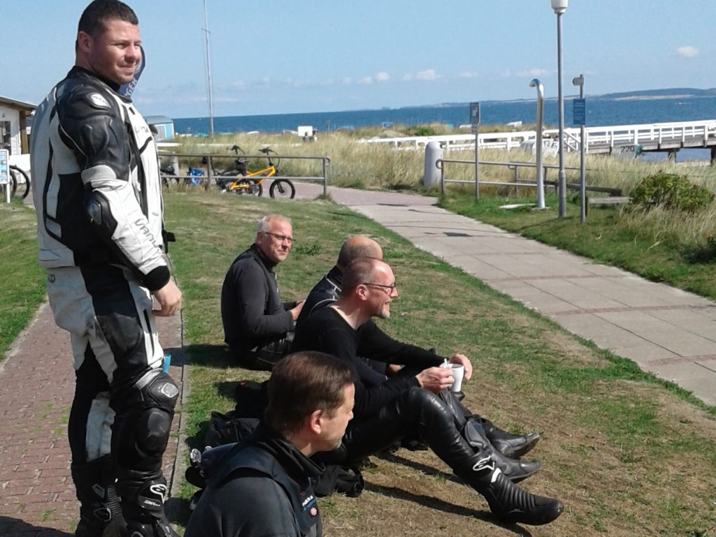 Kurvenpfluecker.de saugelbe Septembersause - Eis muss sein | Kurvenjäger - motorradfahrer-unterwegs.de
