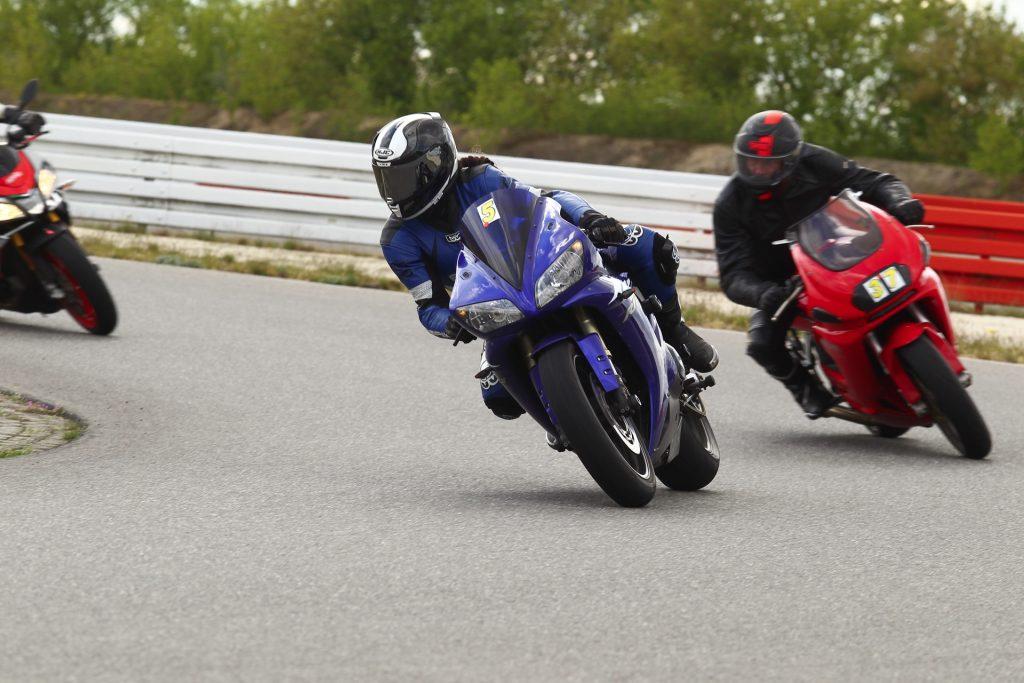 Fahrtechnik, Sitzposition, Körperhaltung, Blickführung beim Motorradfahren | Kurvenjäger - motorradfahrer-unterwegs