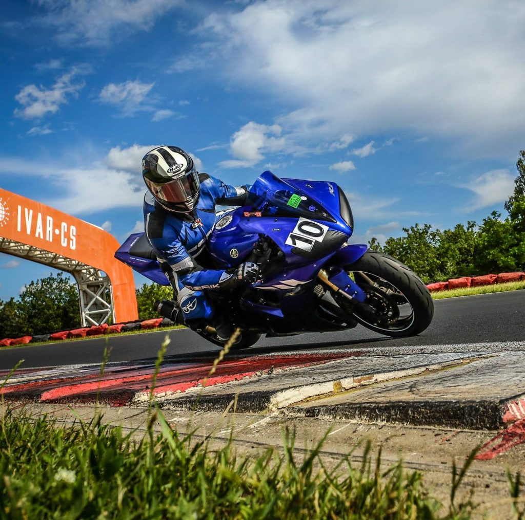 Motorrad Kurvenfahrtechnik Liveaufnahme Kurzurlaub Autodrom Most 2020