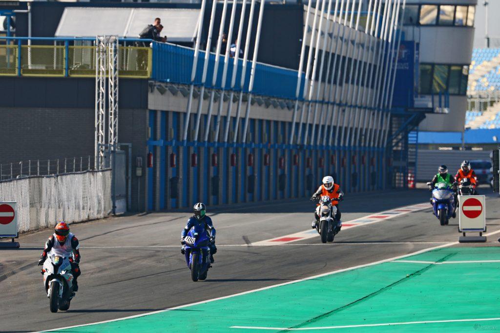 Ausfahrt aus der Boxengasse Park Ferme TT-Circuit Assen