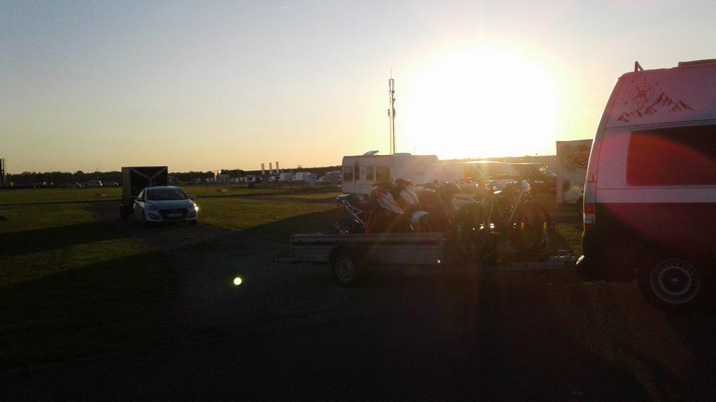 Herrliche Sommerabend-Stimmung am Anreisetag Freies Training TT-Circuit Assen 2020