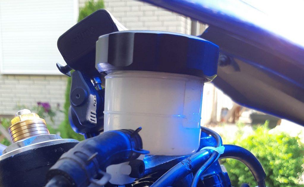 Motorradwartung Bremsflüssigkeitswechsel Vorderradbremse Yamaha YZF-R1 | Kurvenjäger - motorradfahrer-unterwegs.de