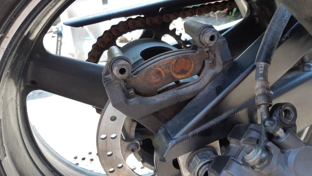 Motorradwartung Bremsen-Check Yamaha YZF-R1 | Kurvenjäger - motorradfahrer-unterwegs.de